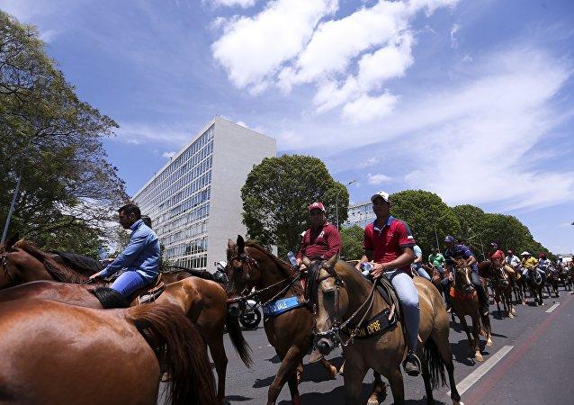 Vaqueiros protestam, em Brasília, contra a proibição da vaquejada