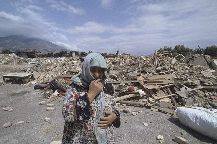 Assim era uma cidade iraniana depois do terremoto de 2009
