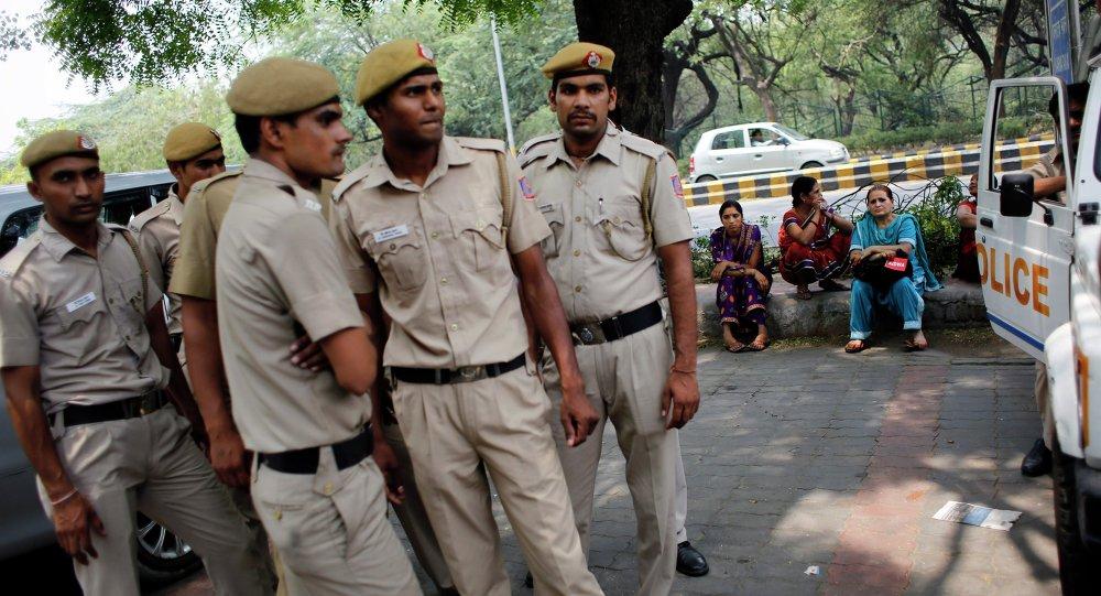 Polícia indiana durante detenção de suspeitos