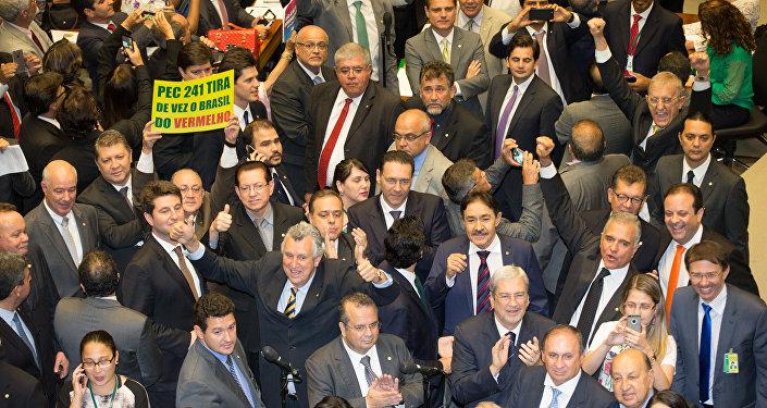 Final da votação da PEC 241 no plenário da Câmara dos Deputados