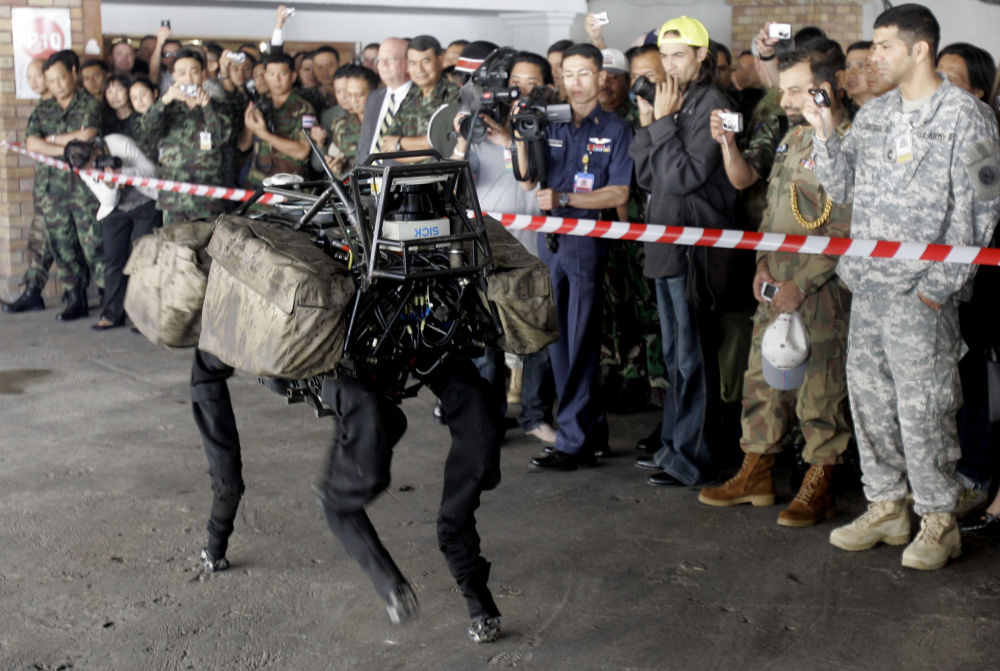 Robô militar Big Dog durante exposição na Tailândia, em 4 de fevereiro de 2009