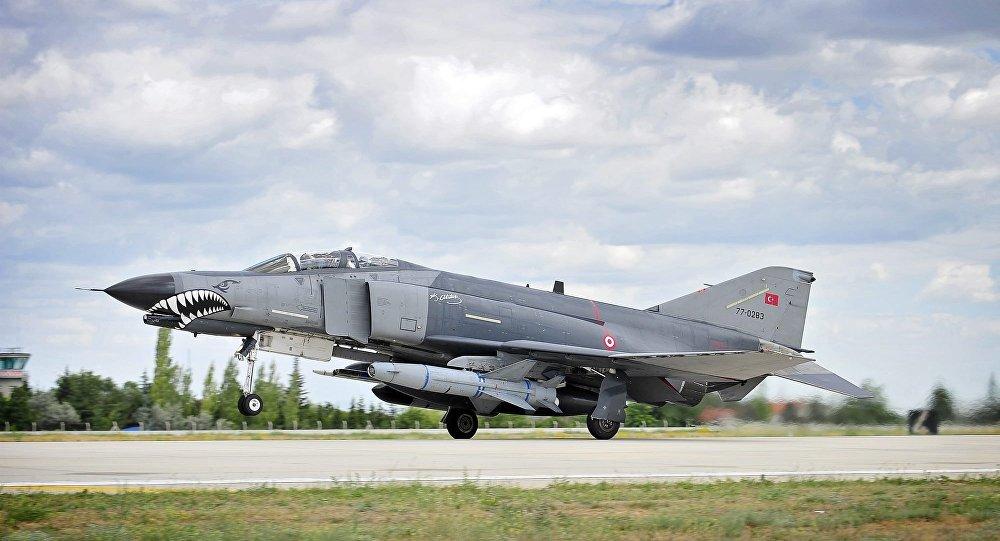 Avião F4E Phantom II da Força Aérea turca (arquivo)