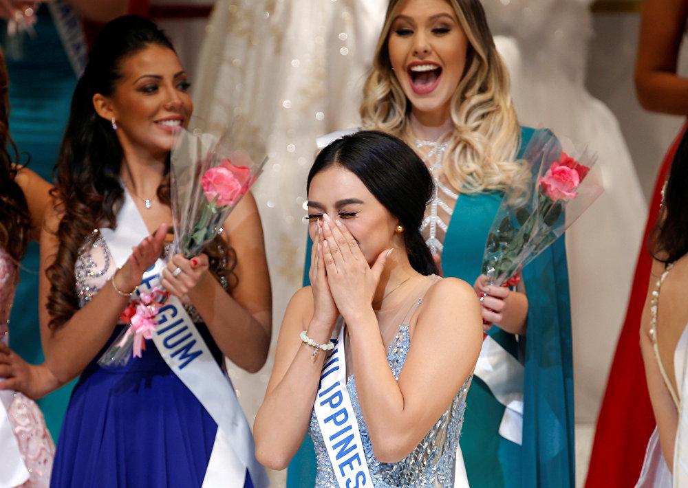 Kylie Verzosa durante seu momento de triunfo no Miss Internacional 2016