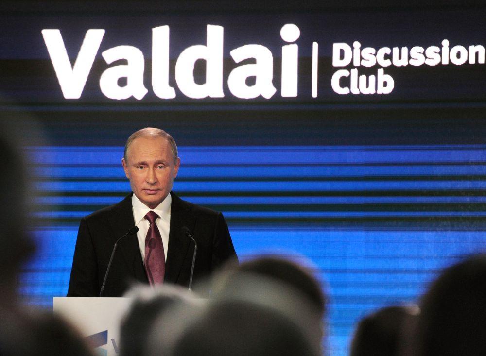 Presidente da Rússia, Vladimir Putin, durante discurso na sessão plenária da XIII edição do encontro anual Clube Valdai de Discussões Internacionais, em Sochi.