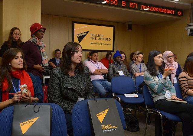 Sputnik lança curso breve para jovens jornalistas