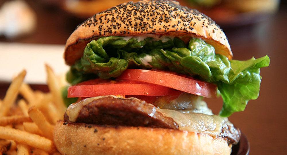 Hamburger e batata frita