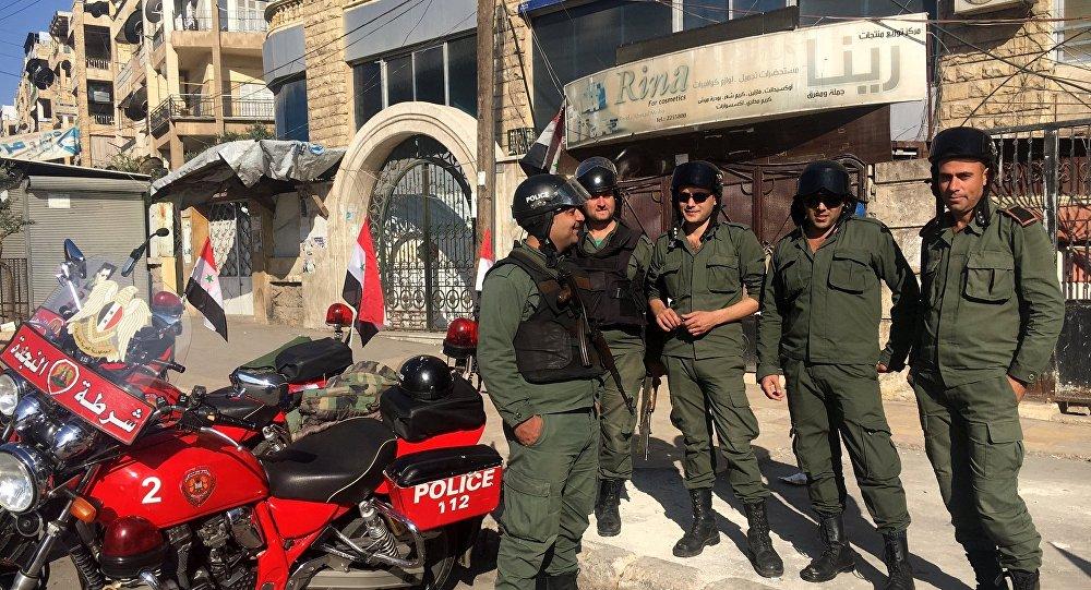 Policiais da Síria estão velando no corredor humanitário em Aleppo oriental