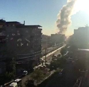 Fumaça é vista no local da explosão no centro de Diyarbakir, no sudeste da Turquia, em 4 de novembro de 2016