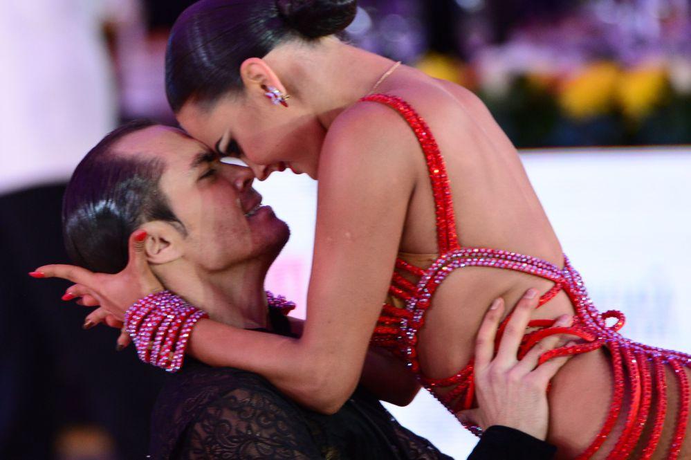 Atuação de Roman Kovgan e Daria Paley no Campeonato Mundial de Danças Latinas no Palácio Estatal do Kremlin, em Moscou