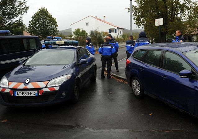 Polícia francesa bloqueia entrada da casa onde estava escondido o líder do grupo separatista basco ETA, Mikel Irastorza