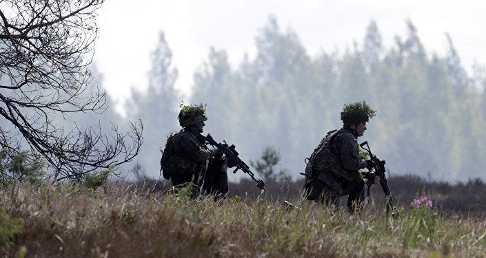 Soldados do exército polonês participam dos treinamentos da OTAN Saber Strike em Adazi, Letônia. 13 de junho de 2016