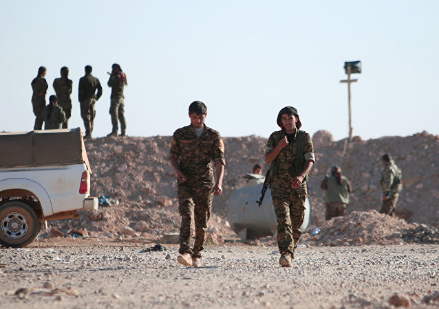 Força Democráticas da Síria (FDS) na norte da cidade de Raqqa, Síria, Novembro 6, 2016