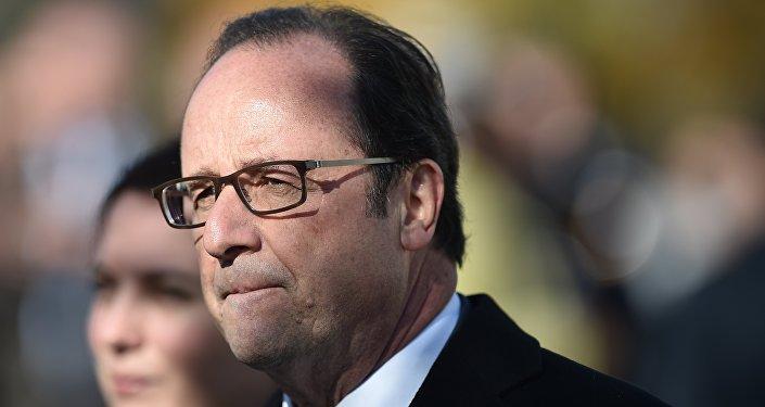 Presidente francês François Hollande durante a visita ao Centro de Acolha e Orientação dos Migrantes, França, 29 de outubro de 2016