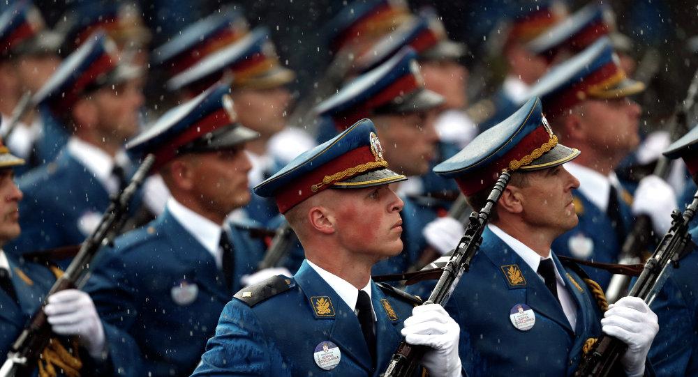 Membros da Guarda de Honra das Forças Armadas da Sérvia