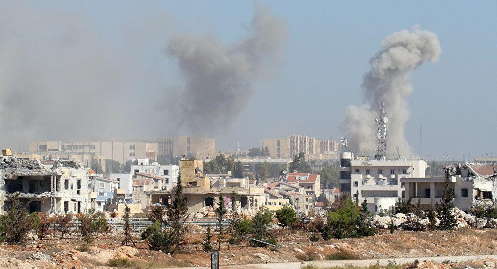 Fumaça saindo de bairro, localizado na zona oeste de Aleppo, na Síria, 3 de novembro de 2016