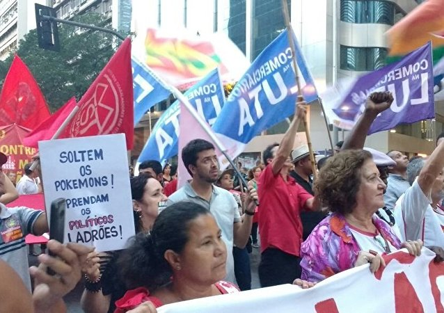 Cariocas protestam contra medidas de austeridade dos governos estadual e federal