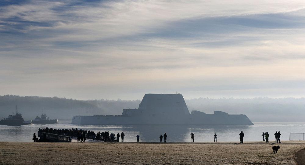 Primeiro destróier da classe Zumwalt, o maior já construído para a Marinha dos EUA