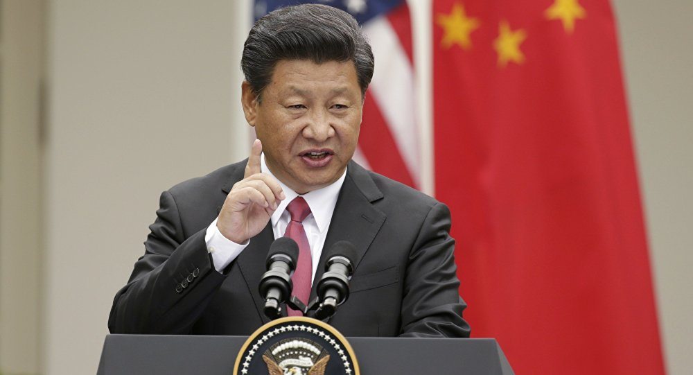 Presidente chinês Xi Jinping discursando durante a sessão conjunta com o líder norte-americano Barack Obama, na Casa Branca, em 25 de setembro de 2015
