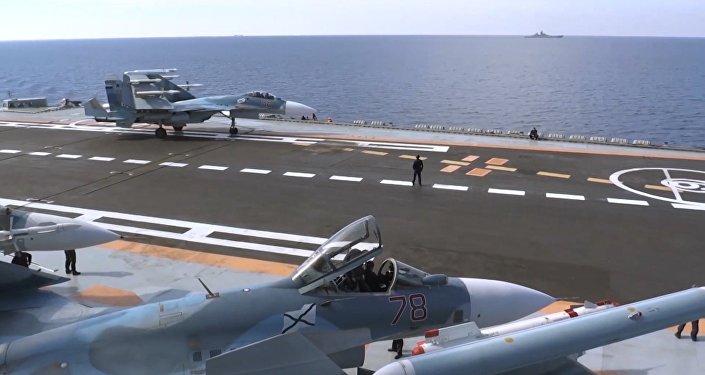 Avião russo decola do porta-aviões Admiral Kuznetsov para missão contra terroristas na Síria