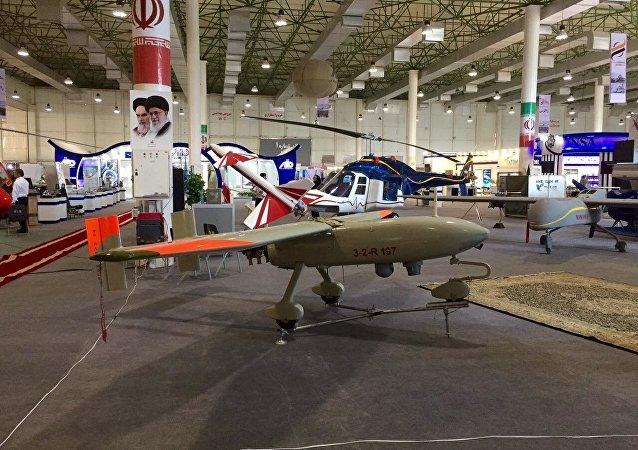 Ababil-3 é o drone mais recente da indústria de defesa do Irã. O drone possui um motor de 4 cilindros a gasolina, autonomia de voo – 8 horas, altitude – 4500 metro, raio de ação efetivo – 250 km. O drone pode enviar dados tanto para uma base terrestre como para qualquer outra