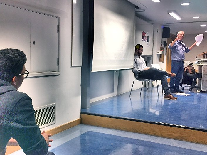 Rob Sewell, editor do jornal britânico Socialist Appeal, discursando na Escola de Economia e Ciência Política de Londres