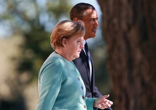 Chanceler alemã, Angela Merkel, e o presidente dos EUA, Barack Obama, falando às margens da cimeira dos G-20