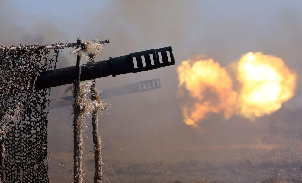 Giatsint é um canhão soviético rebocado, criado para destruição de tropas e material em marcha