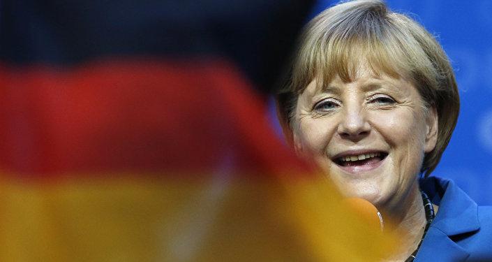 Angela Merkel e bandeira da Alemanha, foto de arquivo