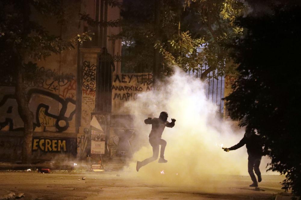 Em 15 de novembro, em Atenas, foram registrados confrontos entre a polícia e os manifestantes contra a visita do presidente dos EUA Barack Obama