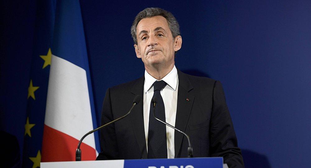 Nicolas Sarkozy, ex-presidente francês e candidato do partido de forças conservadoras para as primárias, reage após terem sido apurados os resultados da votação, em 20 de novembro de 2016