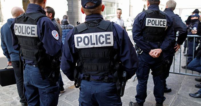 Polícia francesa atuando em Paris