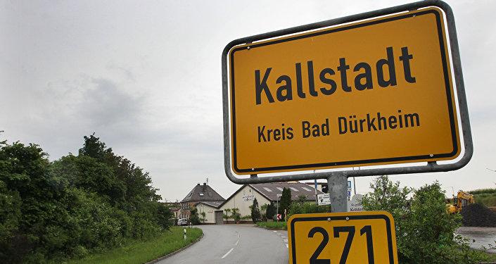 Placa com nome da cidade de Kallstadt, Alemanha (foto de arquivo)