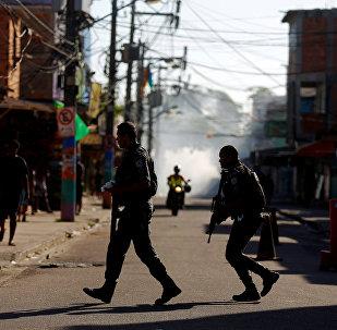 Policiais militares em operação contra traficantes na Cidade de Deus (arquivo)