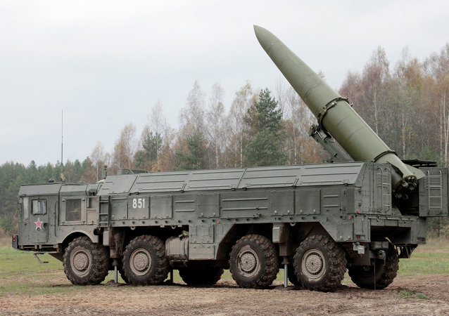 Exercises for installing Iskander missile system