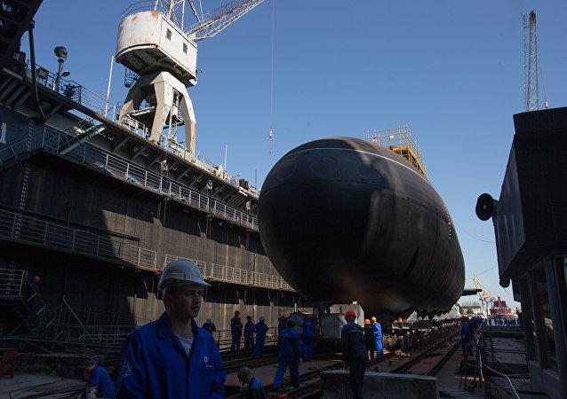 Cerimônia solene de lançamento do submarino Kolpino  à água (arquivo)