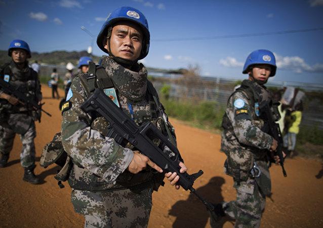 Agentes das forças de paz da China patrulham em Juba no Âmbito da missão da ONU, Sudão do Sul, 4 de outubro de 2016