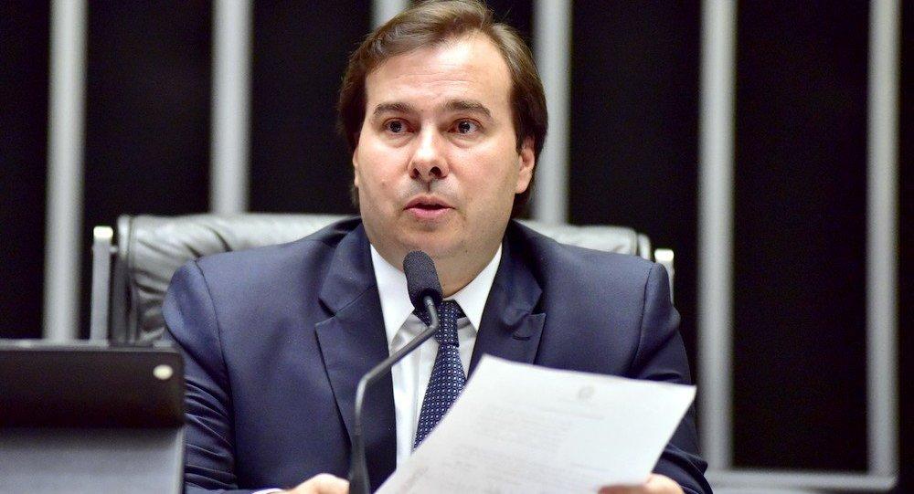 Rodrigo Maia adia votação de pacote anticorrupção para terça-feira