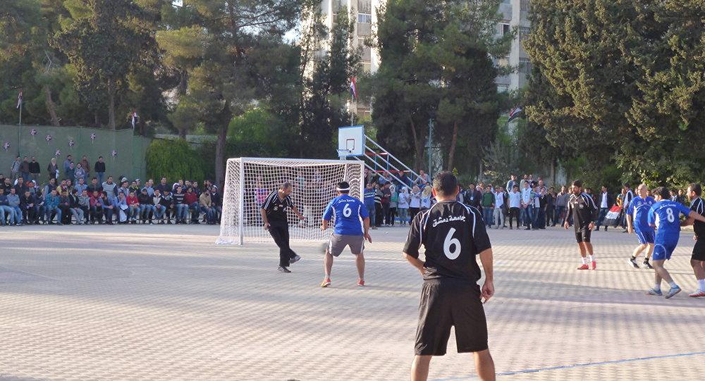 Jogo de futebol na Síria