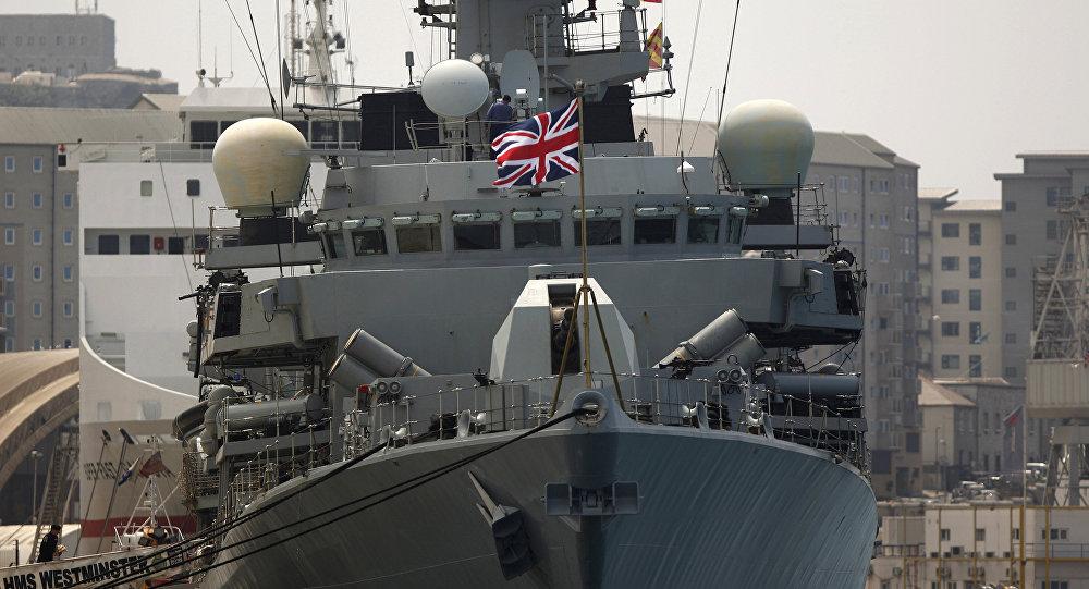 O navio de guerra britânico HMS Westminster ancorado em Gibraltar, 19 de agosto de 2013