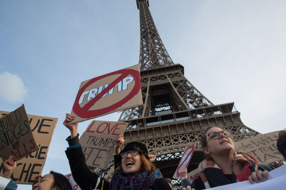Manifestantes protestam em Paris contra a escolha de Donald Trump como presidente dos EUA