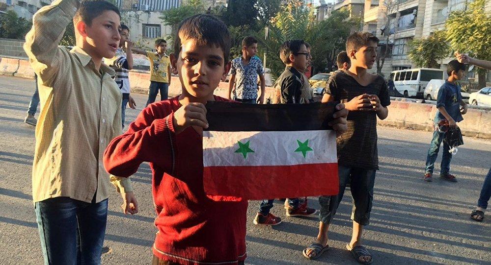 Crianças no corredor humanitário na parte leste de Aleppo, na Síria