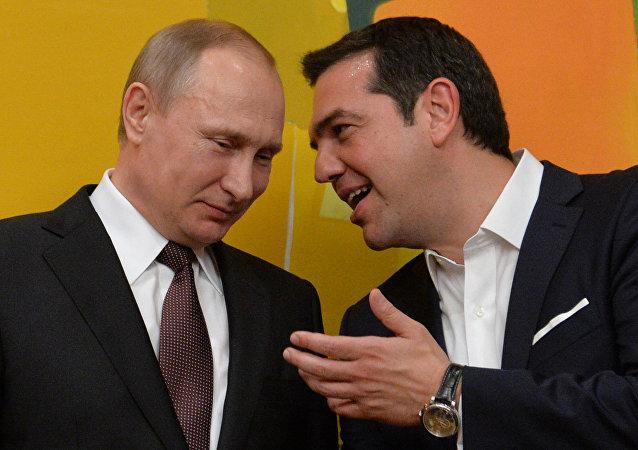 O presidente russo, Vladimir Putin, e o premiê grego, Alexis Tsipras, durante a visita do líder russo à Grécia, em 27 de maio de 2016