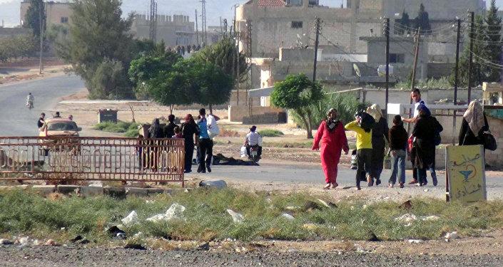 Civis afetados pela guerra civil na Síria, na província de Hama