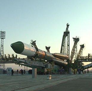 Nave Progress MS a bordo de um foguete Soyuz no cosmódromo de Baikonur no Cazaquistão