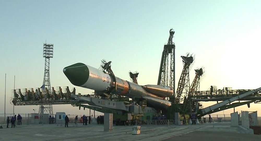 Nave Progress MS a bordo de um foguete Soyuz no cosmódromo de Baikonur no Cazaquistão