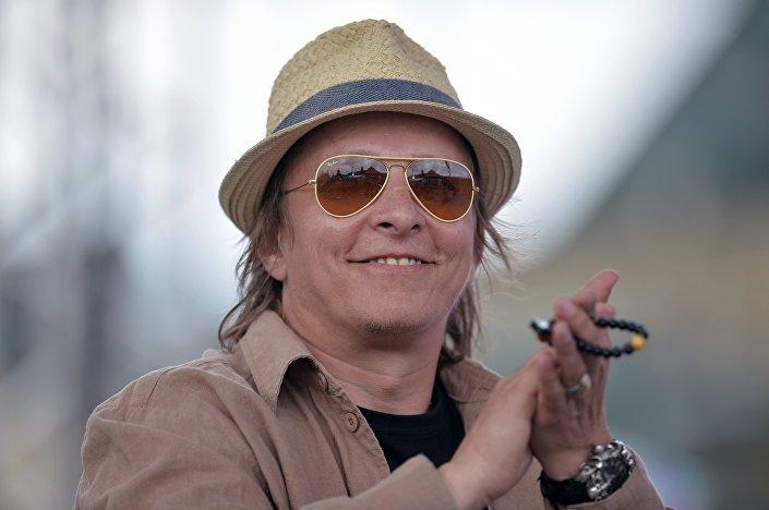Ator russo Ivan Okhlobystin toma parte do Festival de literatura na Praça Vermelha