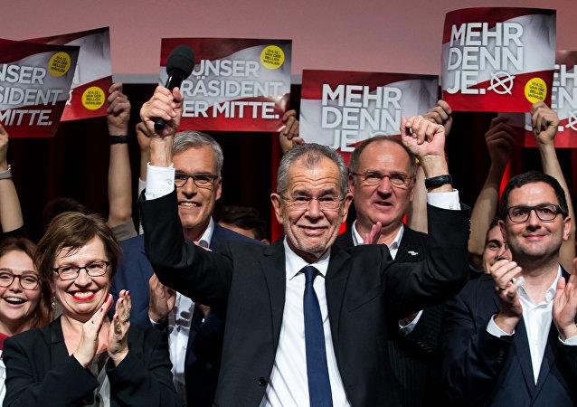 Presidente eleito da Áustria, Alexander Van der Bellen, celebra a sua vitória com os seus apoiantes em Viena, Áustria, 4 de dezembro de 2016