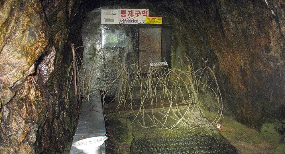 A entrada de um túnel de invasão sob a zona desmilitarizada entre a Coreia do Sul e a Coreia do Norte, vista da parte sul, em 27 de setembro de 2006