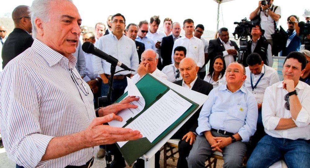 Presidente Michel Temer durante visita à Barragem de Jucazinho
