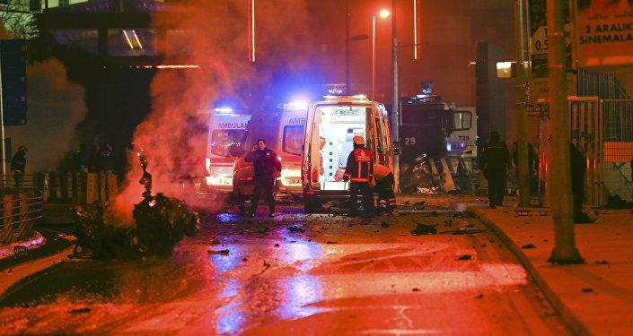 Carro-bomba explode no centro de Istambul, na Turquia
